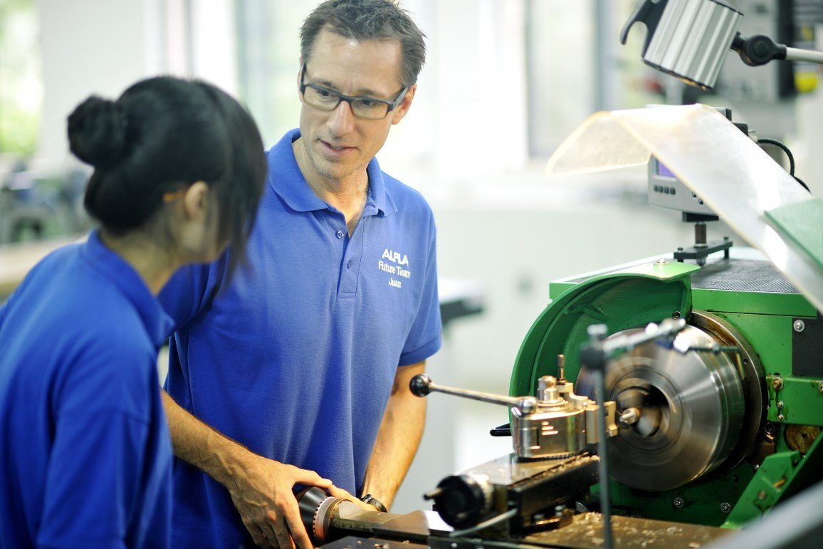 ALPLA trainer with apprentice in China.